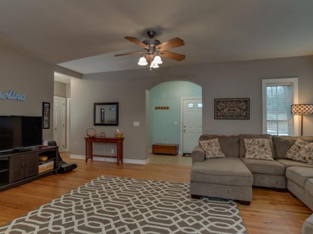 Taylor-living-room2