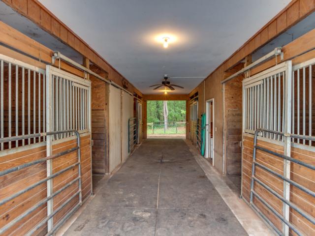 1249-John-Weaver-stables